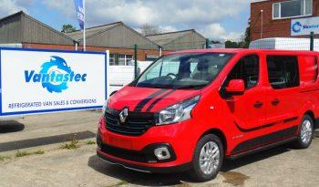 3/4 front view of Renault Trafic Sport+ Red
