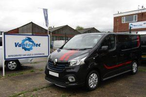 3/4 view of Renault Trafic Sport+ Black