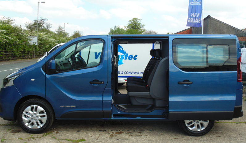 Blue Renault Trafic SL27 125PS Sport with Reversing Camera full