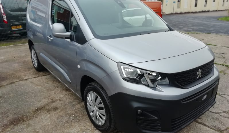 Silver Peugeot Partner Professional 650 75PS full