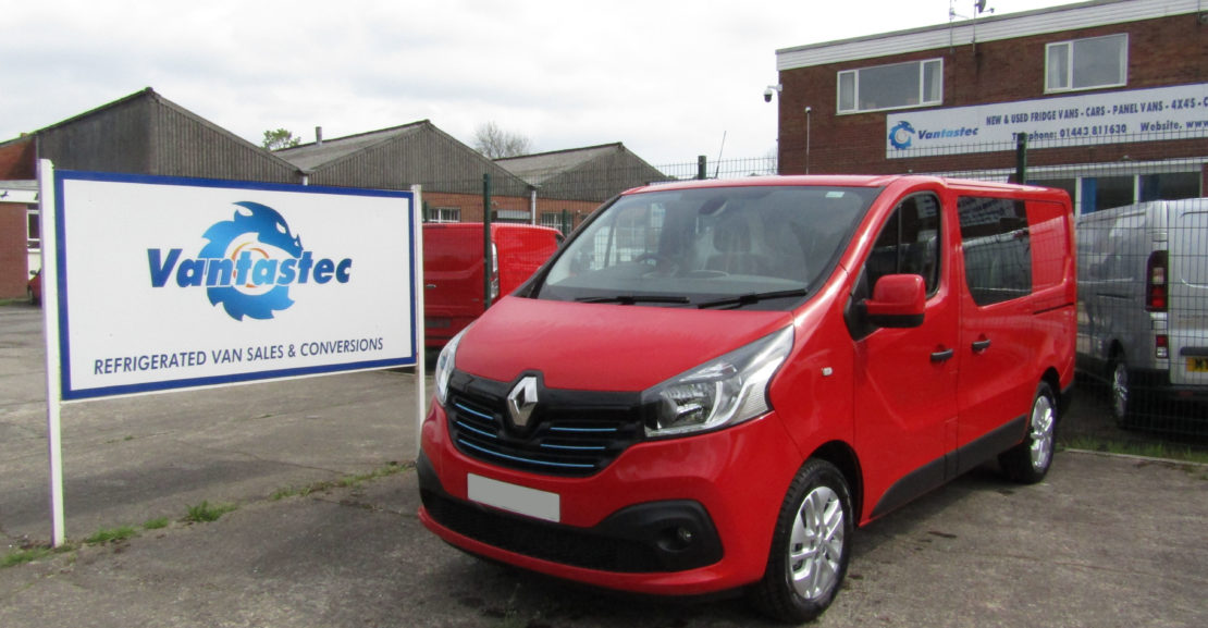 Renault Trafic SL27 crew van in Red as converted by Vantastec