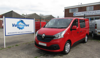 Red Renault Trafic SL27 125PS Sport with Reversing Camera
